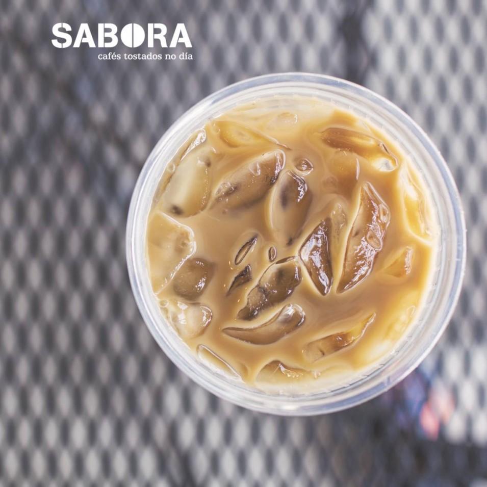 Vaso de café con hielo