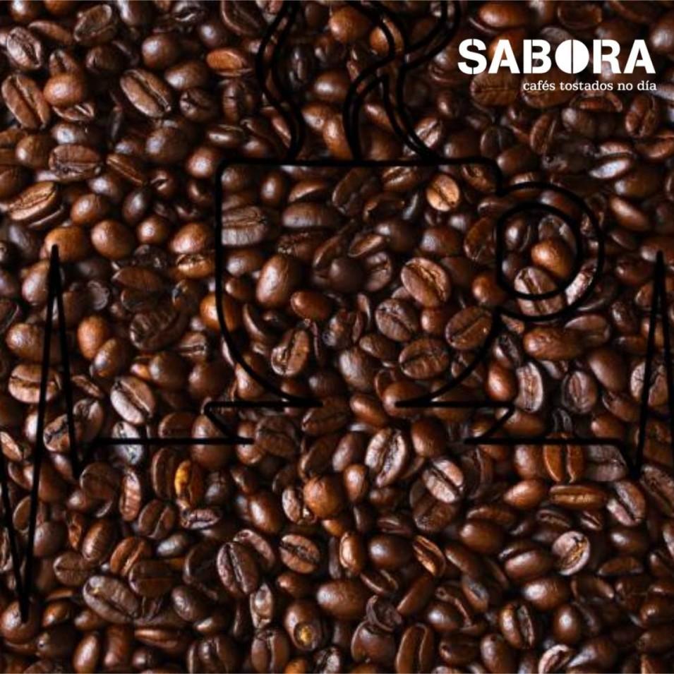 Café con líneas en forma de taza
