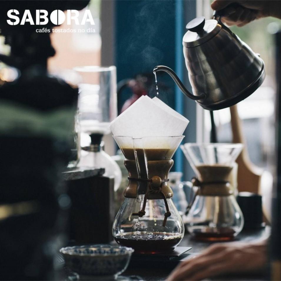 Cafeteiras Chemex en barra de cafetería