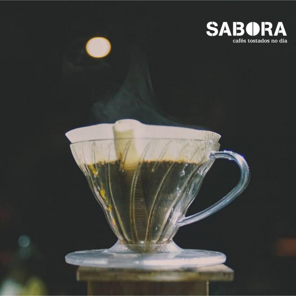 Cafetera de cono V60 de Hario para cafés filtrados