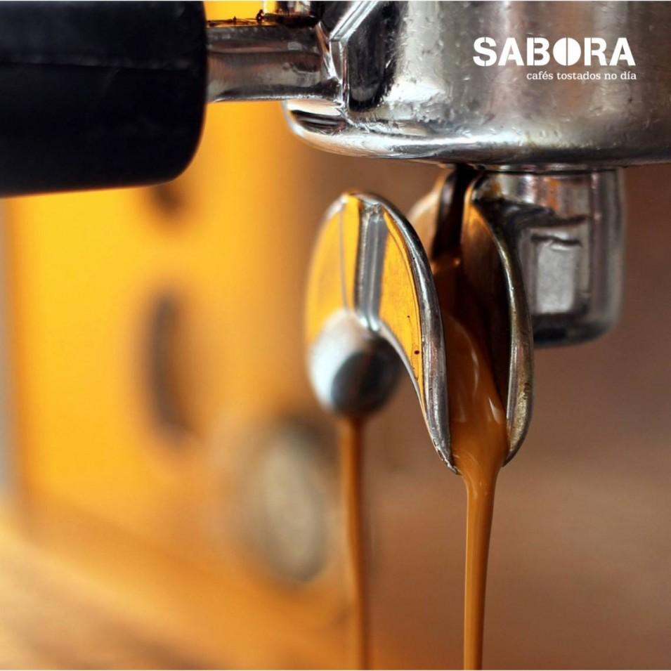 Facendo un café expreso