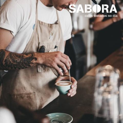 Barista en cafetería de tercera generación