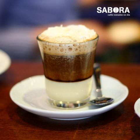 Café Bombón en vaso de cristal