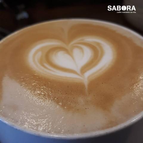 Capuccino con latte art.