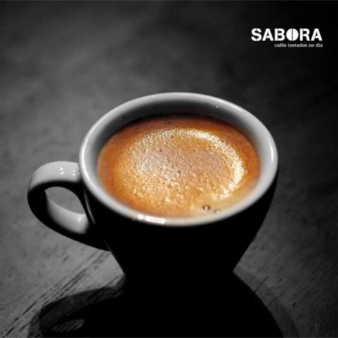 Taza de café espresso con crema