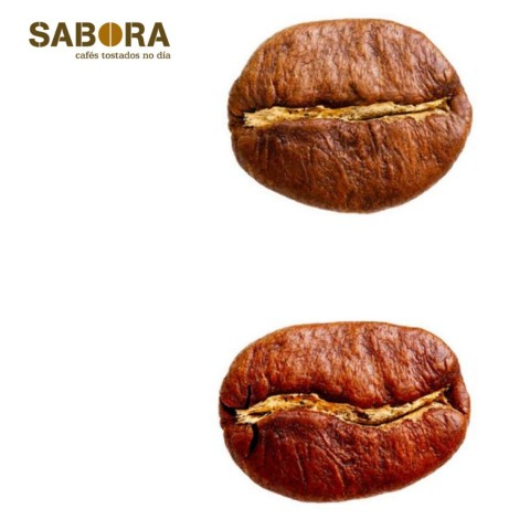 Granos de café arábica y café robusta tostados