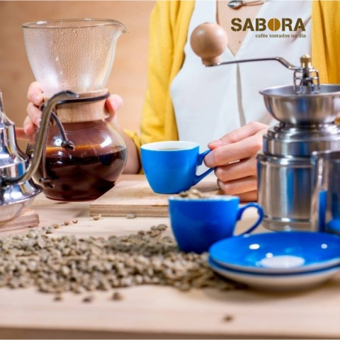 Haciendo café en cafetera chemex